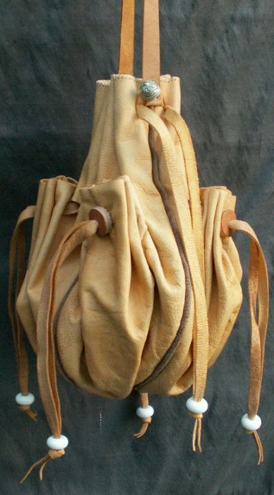 16th/17th century ladies large purse with many pocketspockets and piped seams