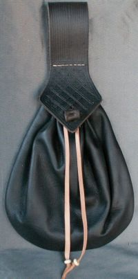 Ladies 17th century teardrop belt purse with tooling