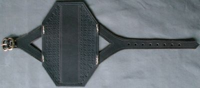 Archery bracer with tooling