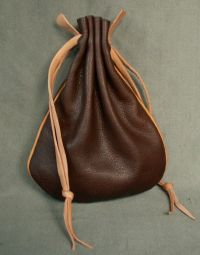 Money purse with piped seams