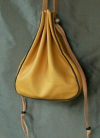 Ladies 15th/16th century drawstring purse with side gusset and piped seams