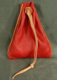Small money purse with piped seam