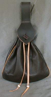 15th/16th century medium belt bag with piped seams