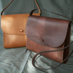 Shoulder Bags with Side Gusset