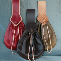 Teardrop belt purse